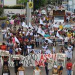 Após um mês de crime da Vale em MG, manifestantes cobram justiça e cuidados com o Rio São Francisco