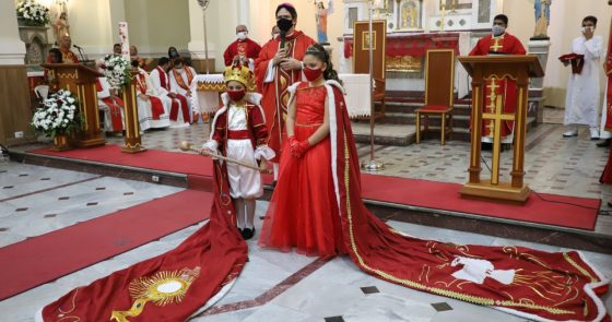 Devotos do Divino celebram com alegria Festa de Pentecostes
